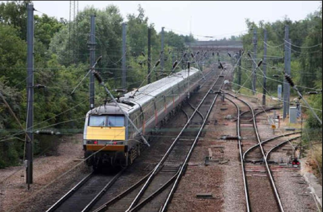 6 youths died while crossing the railway line, The condition of one has serious
