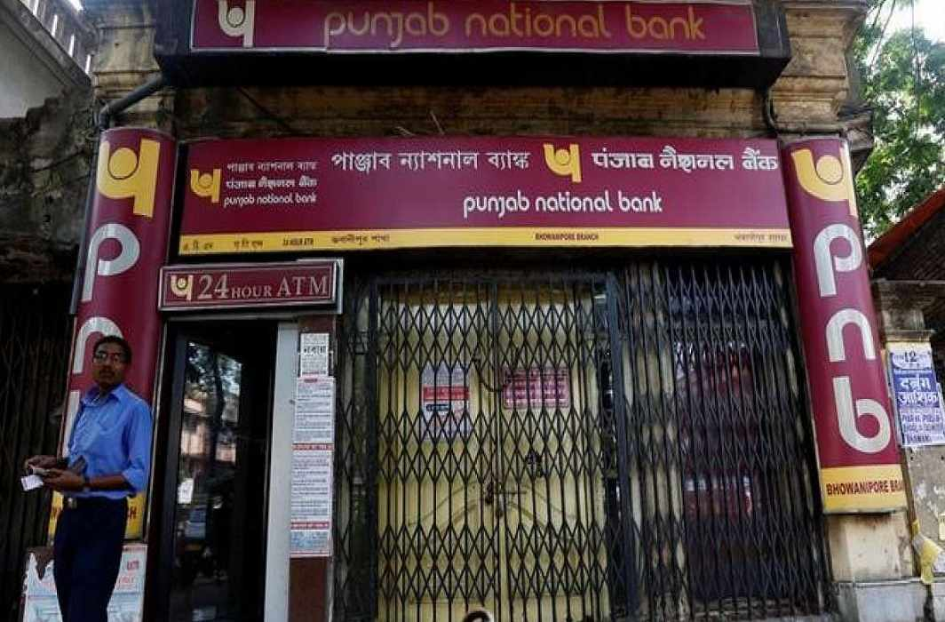 Punjab National Bank caught 11 thousand crores of rupees, fall in share