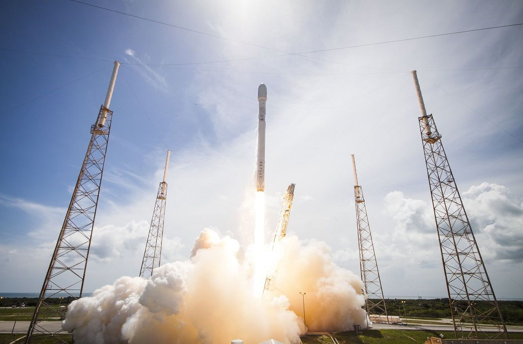 SpaceX launches world's most powerful rocket, Weighing two space shuttle equals