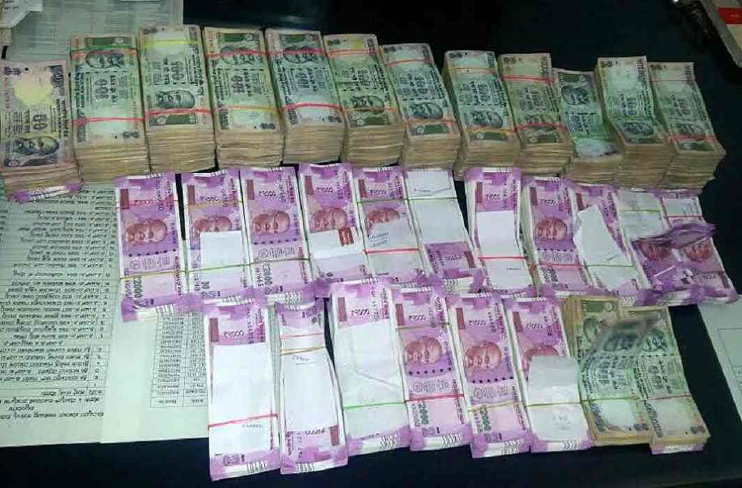 Divestiture of Senior IAS officer3 kg of gold, including 60 lakhs cash recovered in the raids