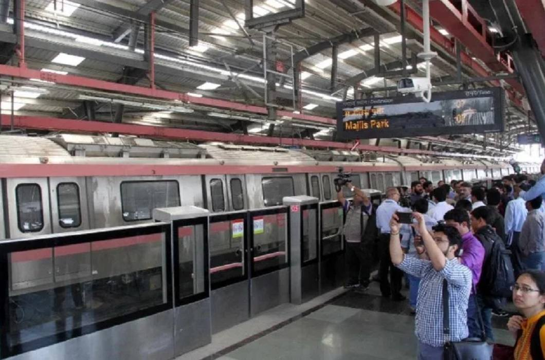Beginning of today's 'Pink Line', one more metro for Delhiites
