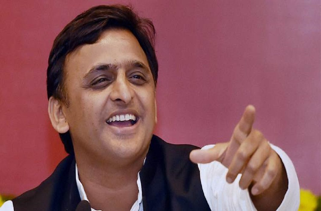 Tigers on Akhilesh's yogi, he only inaugurates the inauguration