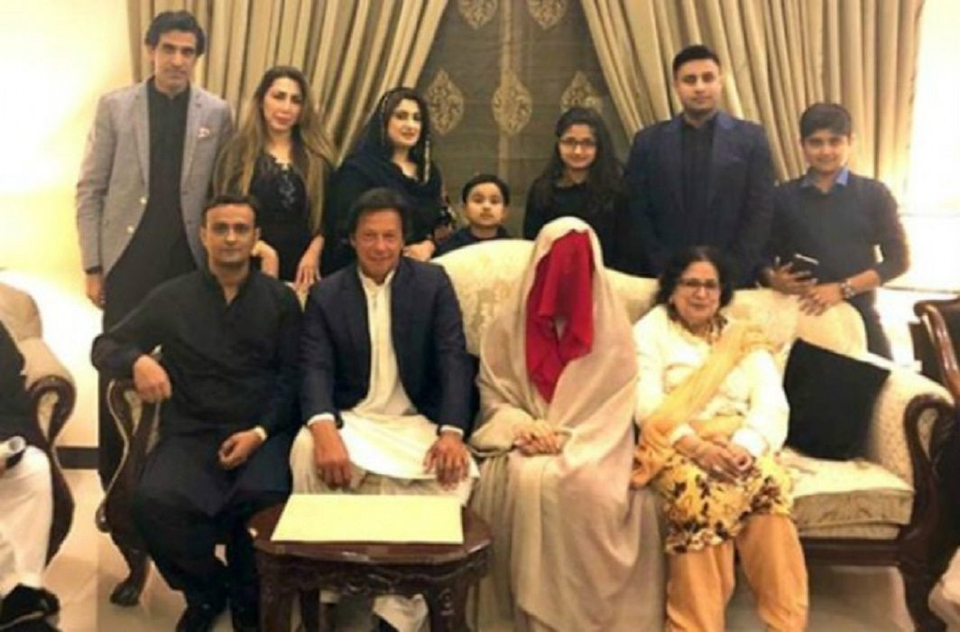 Imran Khan's third wife has trouble from dog, wife return to maternal home