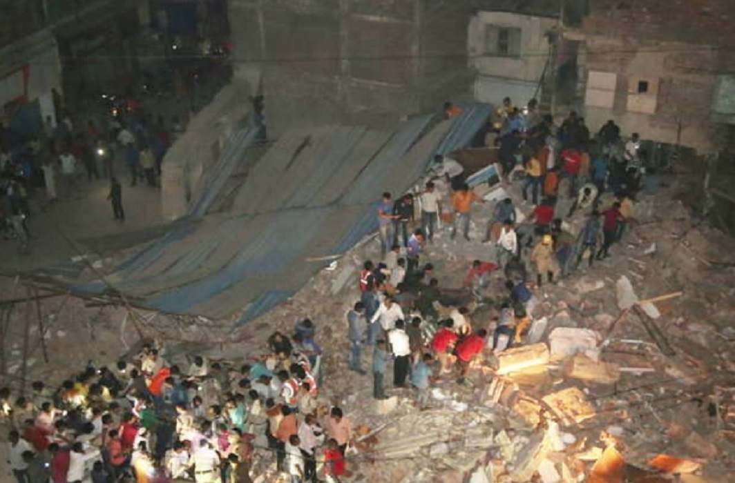 10 killed, 5 injured in hotel collapse in Indore