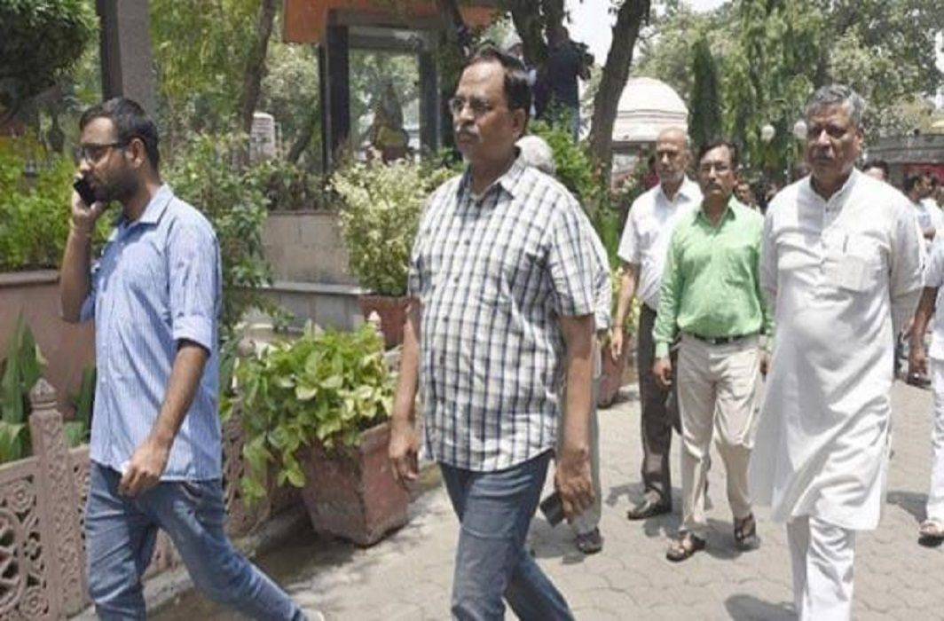 Delhi: CBI raids at Deputy Chief Minister's residence,   Kejriwal says - PM what wants