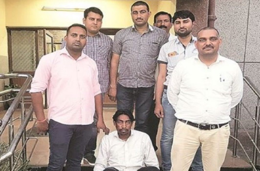 Delhi: throwed a dead body into a drain after demanding salary , accused Arrested