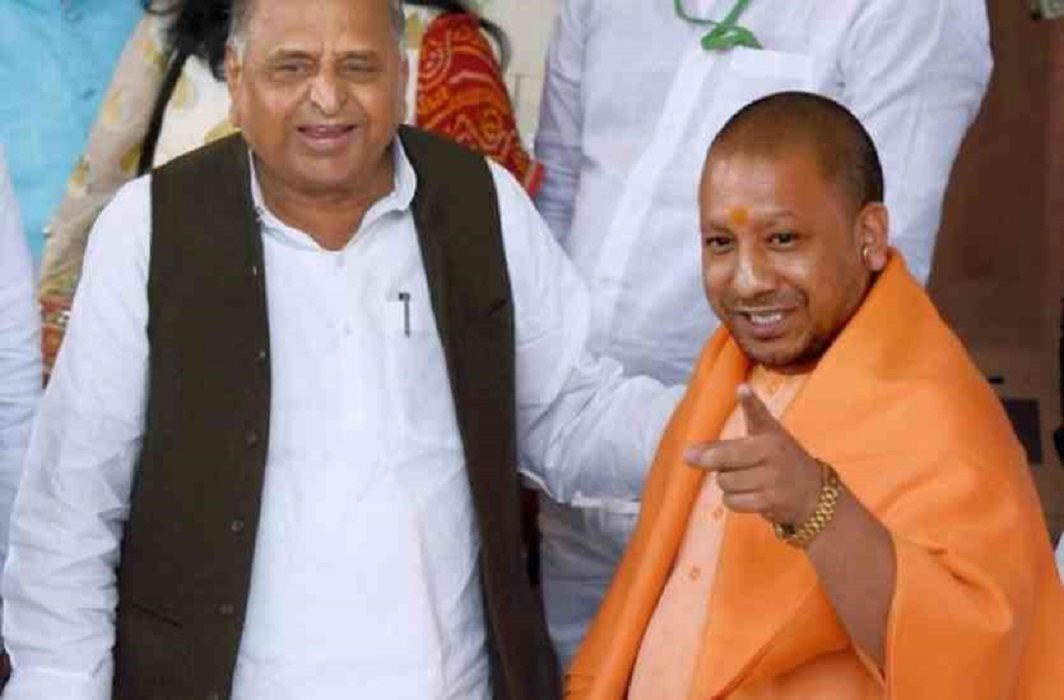 Mulayam Singh has meet withYogi Adityanath,request for save Government bungalow