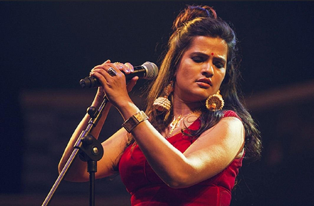 Sona Mohapatra received Threats on Sufi singing by wearing 'Sullivlas Dress'