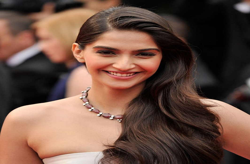 Saawariya Girl Sonam Kapoor completed 33 age and husband wished her bday