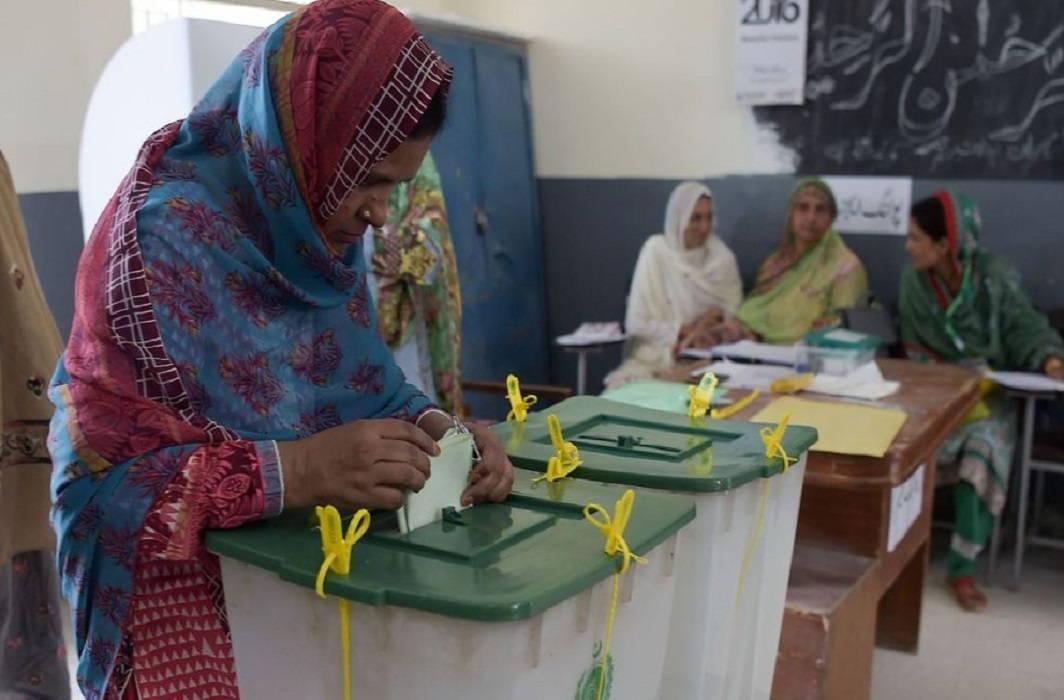 पाकिस्तान में आम चुनाव के लिए मतदान शुरू , हिंसा की आशंका