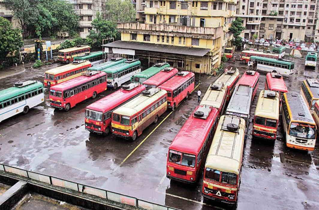 Transporter and tempo of Maharashtra School Bus Association strike