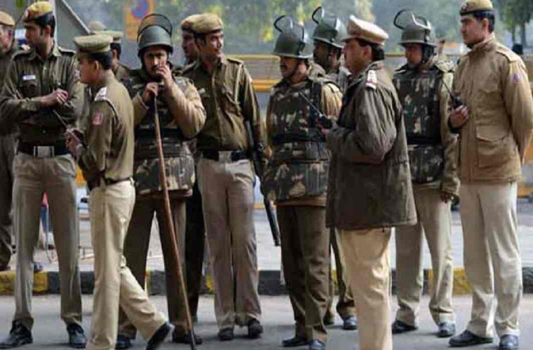 Five Policeman including 25 000 rewarded criminals injured in gorakhpur encounter