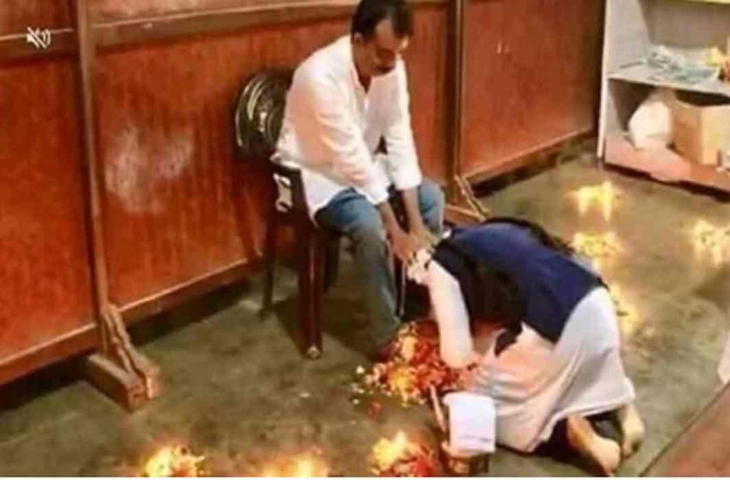 Muslim student touched the feet of the teacher on Guru Purnima,Muslim organization raises an objection