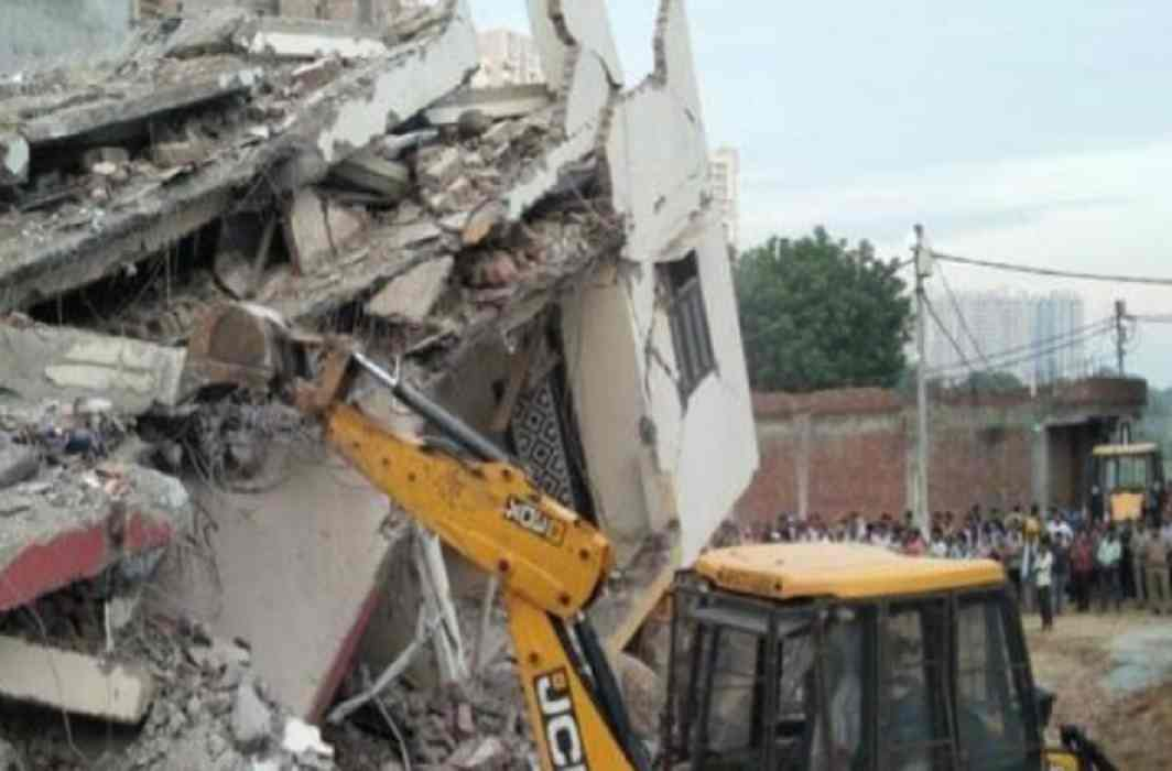 Noida-Greater Noida has become a factory of illegal constructions, The possibility of an accident like a Shahberi