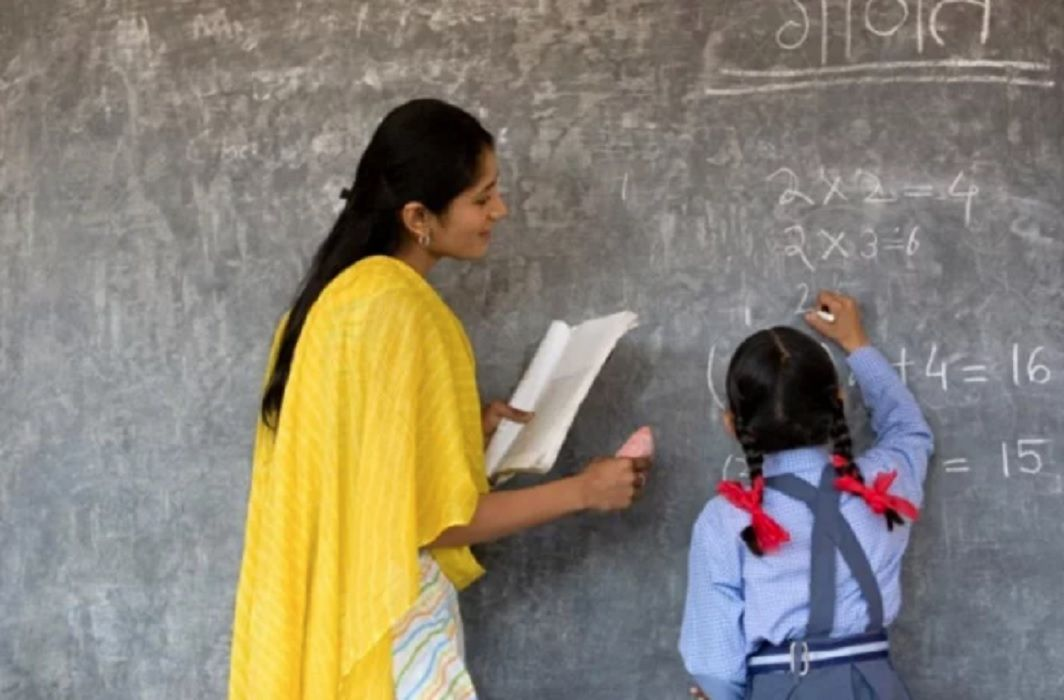 38 teachers dismissed from jobs who got from fake documents in Siddharthnagar