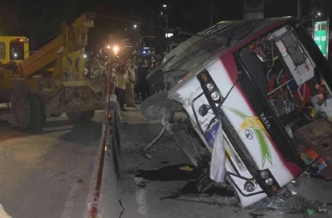 Nepalese pilgrims bus accident in Varanasi, injured 42