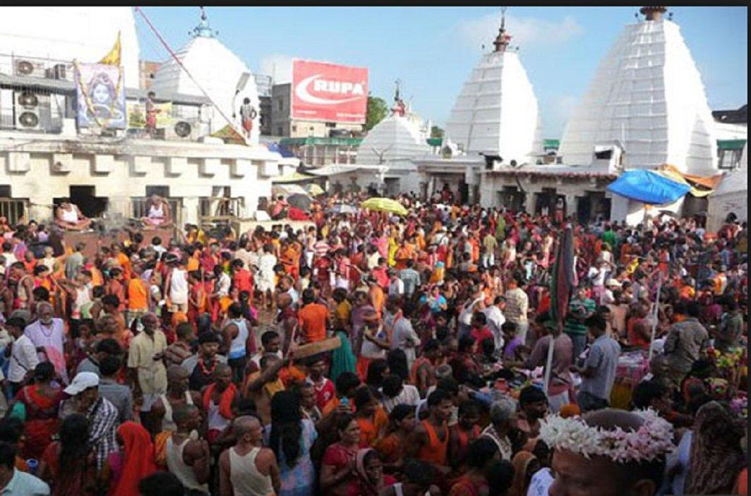 large crowd of pilgrims