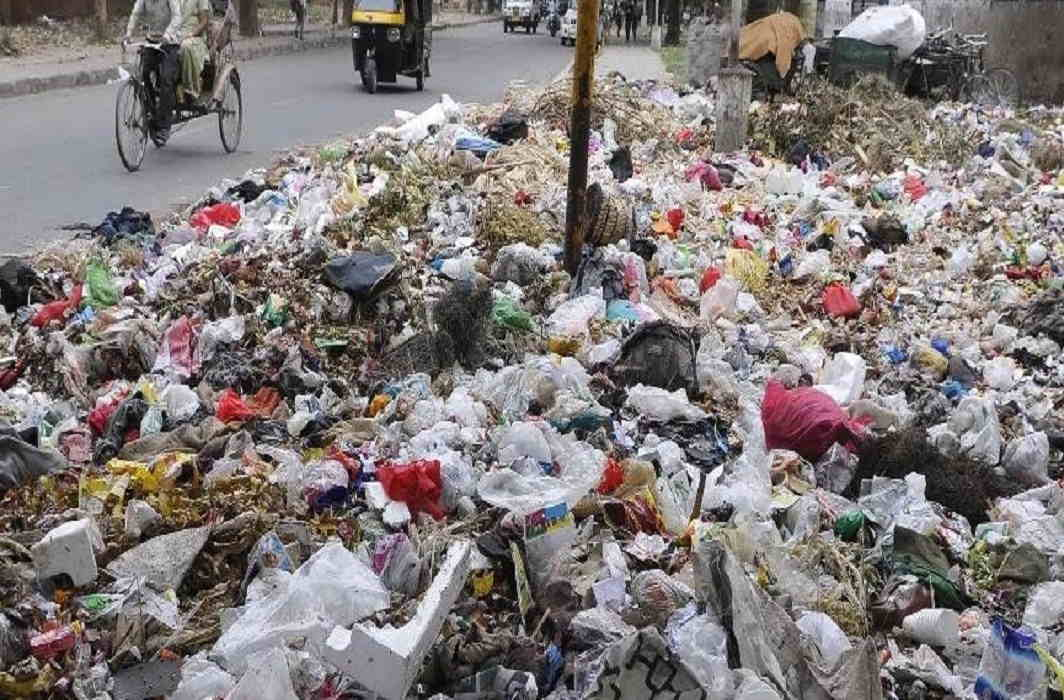 Dehradun is not being clean on the order of High Court and People upset by foul odor of Litter