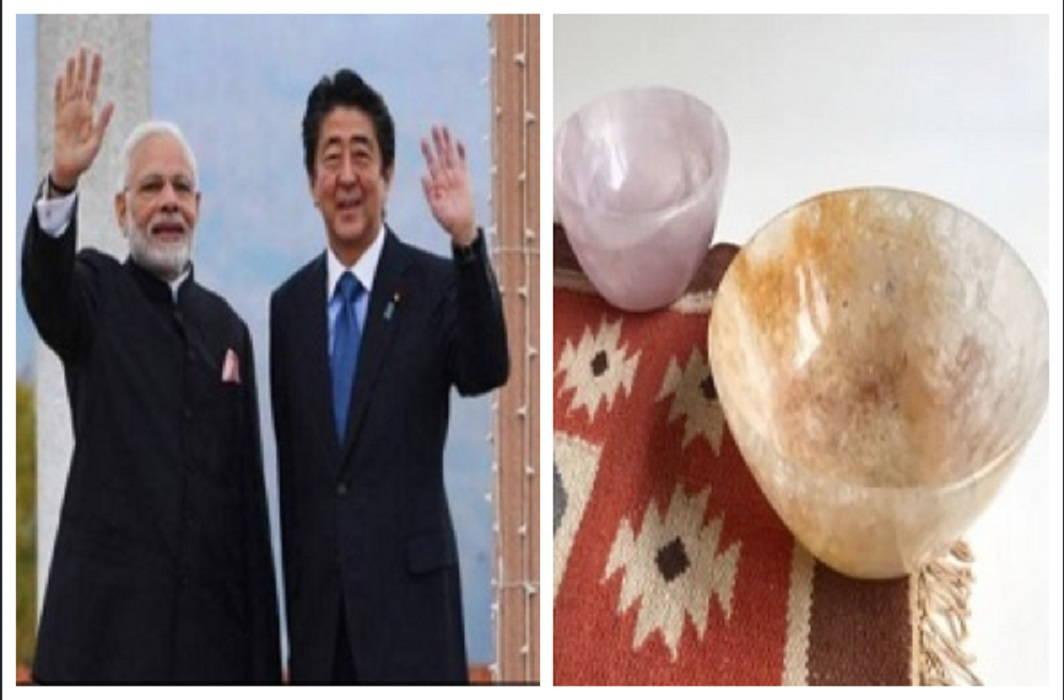 Prime Minister Narendra Modi gave special gift to Shinzō Abe
