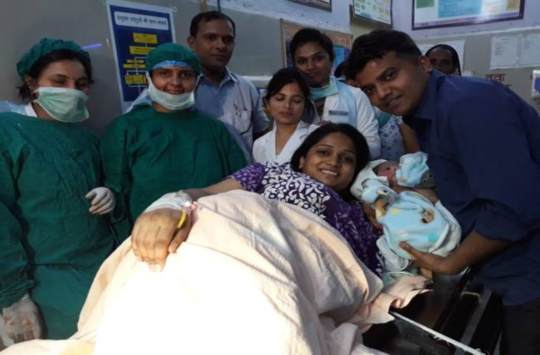 Kaushambi DM Wife delivery in government hospital