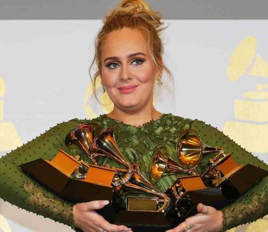 """WOMAN OF THE MOMENT: Adele holds the five Grammys she won including Record of the Year for """"Hello"""" and Album of the Year for """"25"""" during the 59th Annual Grammy Awards in Los Angeles, California, February 12, Reuters/UNI"""